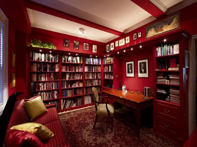красный рабочий кабинет